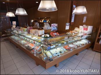 菓子舗「間瀬」 熱海咲見町店店内