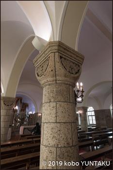 「松が峰教会」内部の柱