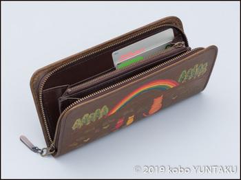 牛革の作品「虹と猫の長財布」カード入れ
