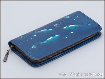 牛革の作品「イルカの長財布」へり返し