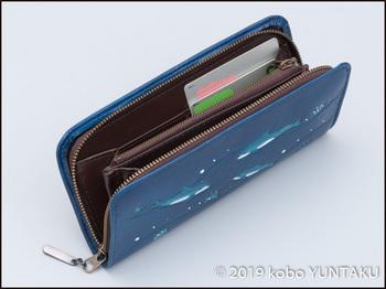 牛革の作品「イルカの長財布」カード入れ