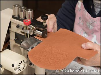 栃木レザー「桜の小物入れ」革スキ(革漉き)