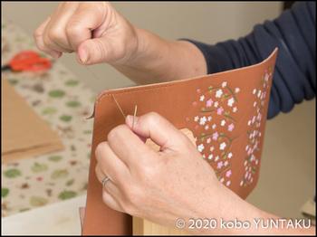 革の通帳入れ 手縫い