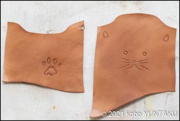 子猫のコインケース(革の荒裁ち・彫り)