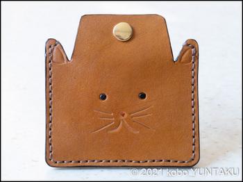 子猫のコインケース(仕上げのコバ磨と仕上げ剤)