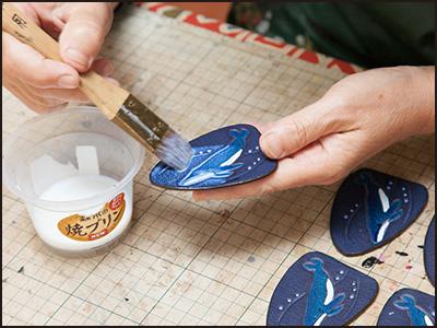 端革を使った制作工程16(ザトウクジラのキーホルダー)